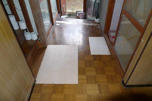 コンパネで補修した床