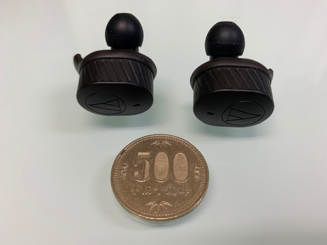 ATH-SPORT7TWを500円硬貨と比較
